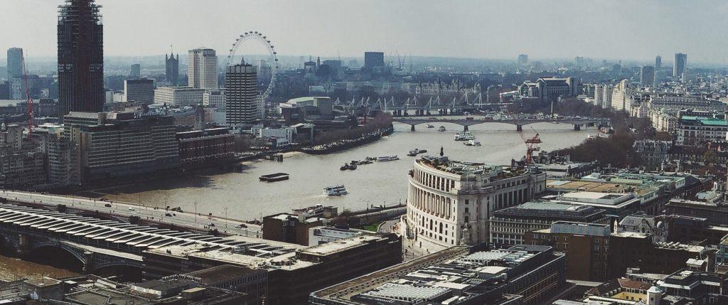 Vino alături de noi la Londra!